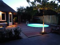 Rond zwembad met trap in tuin
